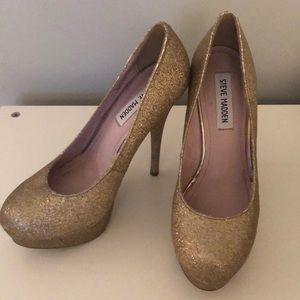 Steve Madden Gold glitter pumps size 8